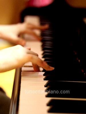 piano-dem-hat-hop-am-va-giai-dieu