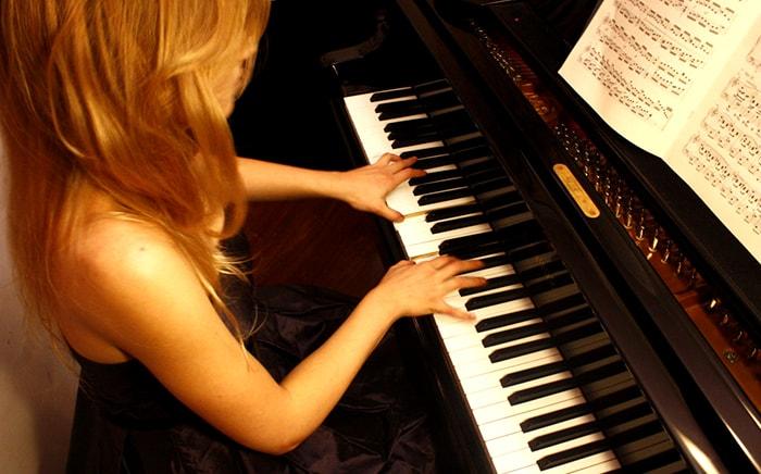 hoc-dan-piano-mat-bao-lau